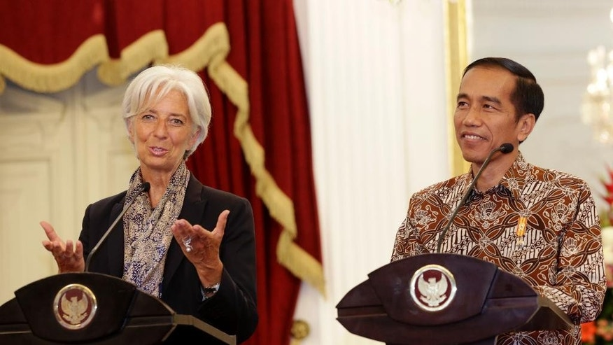Managing Director of the International Monetary Fund Christine Lagarde, left, holds a joint news conference with Indonesian President Joko Widodo, right, at the Presidential Palace in Jakarta , Indonesia,Tuesday, Sept. 1,2015. Lagarde is on a two-day visit in the country.(AP Photo/Achmad Ibrahim)
