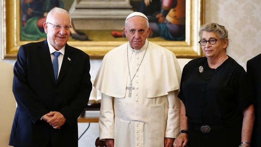 Pope Francis poses with Israel's President Reuven Rivlin and his wife Nechama during a private audience in the Pontiff's private library at the Vatican Thursday, Sept. 3, 2015. (Tony Gentile/Reuter via AP Pool)