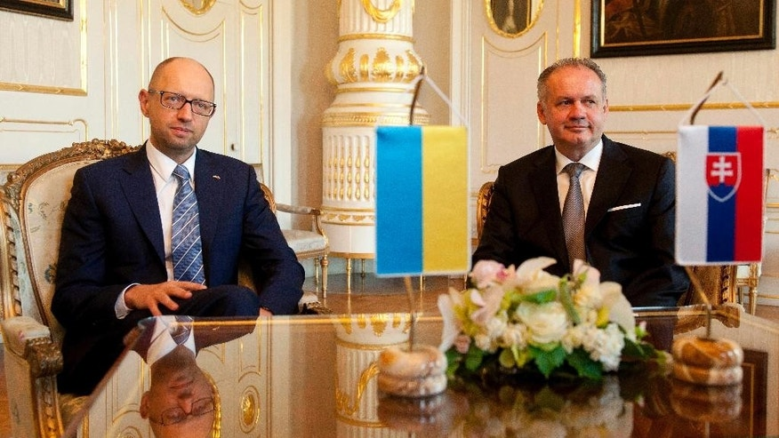 Slovak President Andrej Kiska, right, and Ukrainian Prime Minister Arseniy  Yatsenyuk, left, pose before their meeting in Bratislava, Slovakia, Thursday, Sep. 10, 2015. (/Martin Mikula/CTK via AP)  SLOVAKIA OUT