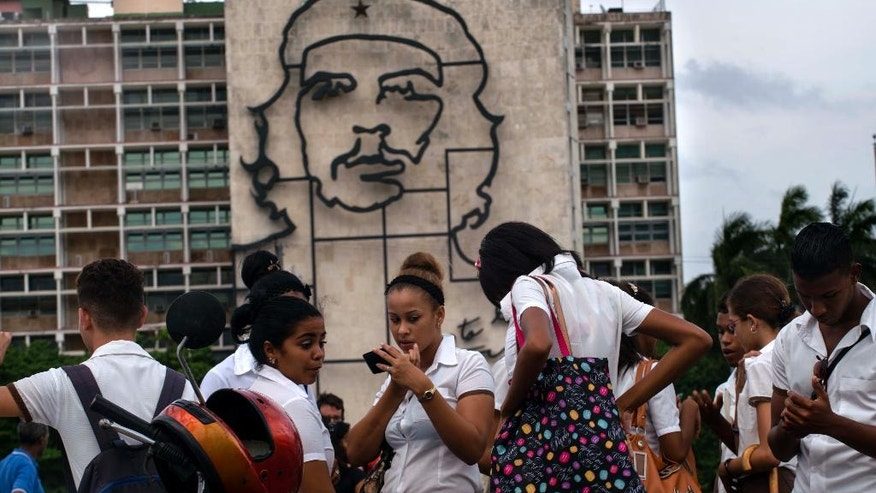 "Students stand in Revolution Square next to the sculpture of revolutionary hero Ernesto ""Che"" Guevara, where the Pope Francis will give a Mass next Sunday in Havana, Cuba,Thursday, Sept. 17, 2015. (AP Photo/Ramon Espinosa)"