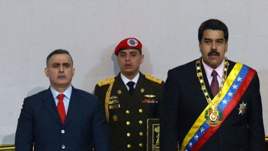 (L-R) Venezuelan ombudsman, Tarek William Saab, Venezuelan presidential aide, Juan Escalona and Venezuelan President Nicolas Maduro. (Photo: FEDERICO PARRA/AFP/Getty Images)