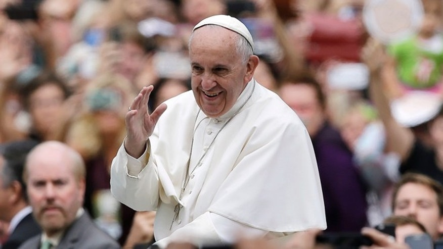 PHILADELPHIA, PA - SEPTEMBER 27:  Pope Francis acknowledges faithful as he parades on his way to celebrate Sunday Mass at Benjamin Franklin Parkway September 27, 2015 in Philadelphia, Pennsylvania. Pope Francis concludes his tour of the U.S. with events in Philadelphia on Saturday and Sunday.  (Photo by Matt Rourke-Pool/Getty Images)