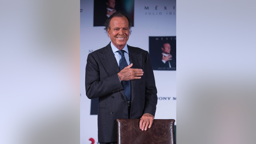 "FILE - In this Sept. 23, 2015, file photo, Spain's singer Julio Iglesias acknowledges the media during a press conference promoting his album ""Mexico"" in Mexico City. Iglesias called Donald Trump a clown during an interview published Wednesday, Oct. 7, 2105, in the Spanish newspaper La Vanguardia, and vowed not to sing again in his casinos. (AP Photo/Christian Palma, File)"