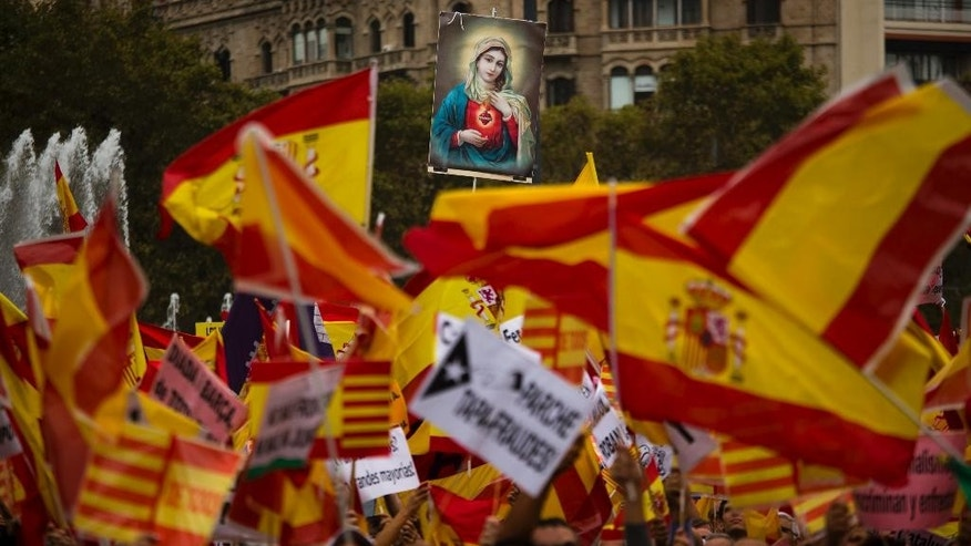 "Demonstrators hold spanish flags as they celebrate a holiday known as ""Dia de la Hispanidad"" or Spain's Hispanic Day in Barcelona, Spain, Monday, Oct. 12, 2015. The Monday holiday commemorates Christopher Columbus' arrival in the New World and is also Spain's armed forces day. (AP Photo/Emilio Morenatti)"