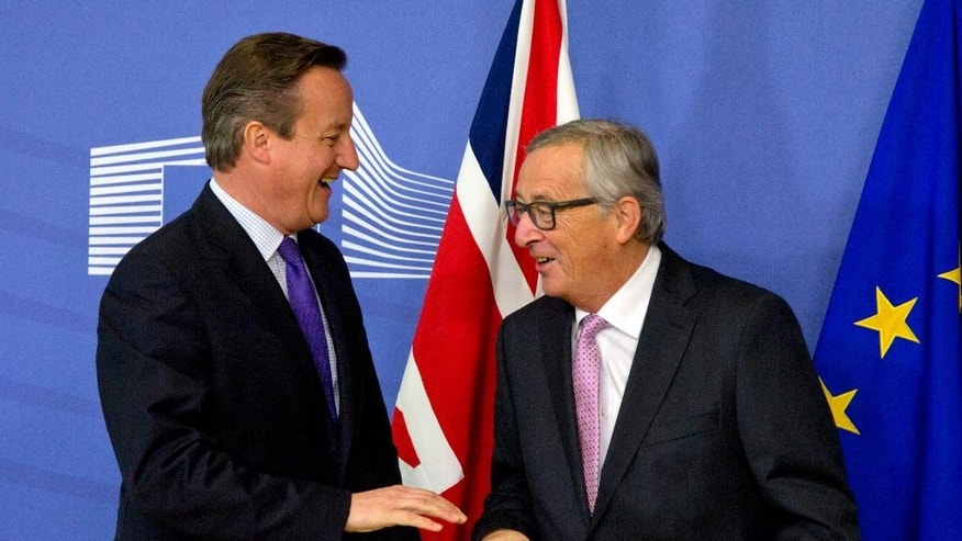 British Prime Minister David Cameron, left, speaks with European Commission President Jean-Claude Juncker prior to a meeting at EU headquarters in Brussels on Thursday, Oct. 15, 2015. European Union heads of state meet Thursday to discuss, among other issues, the current migration crisis. (AP Photo/Virginia Mayo)