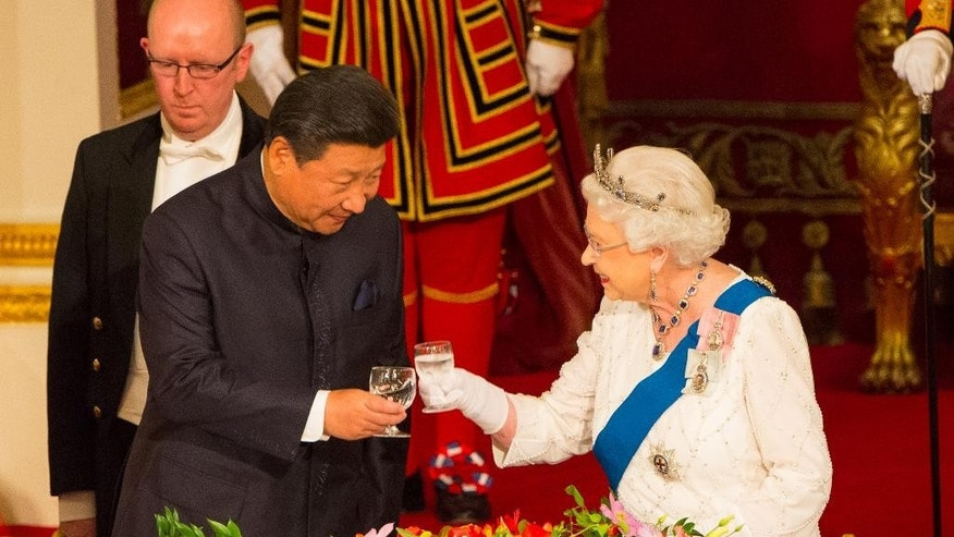 Chinese President Xi Jinping with Britain's Queen Elizabeth II during a state banquet at Buckingham Palace, London, on the first day of the state visit to Britain, Tuesday Oct. 20, 2015. (Dominic Lipinski/Pool Photo via AP)