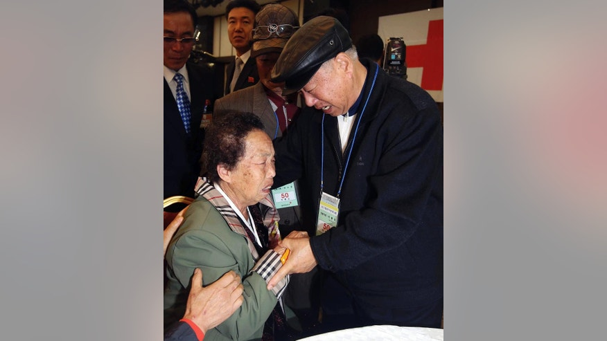 South Korean Park Youg-deuk, 81, right, weeps with his North Korean sister Pak Ryong Sun, 82, during the Separated Family Reunion Meeting at Diamond Mountain resort in North Korea, Thursday, Oct. 22, 2015.  About 390 South Koreans are temporally in the mountain resort for three days of reunions with loved ones many have had no contact with since war divided the North and South more than 60 years ago.(Kim Do-hoon/Yonhap via AP) KOREA OUT