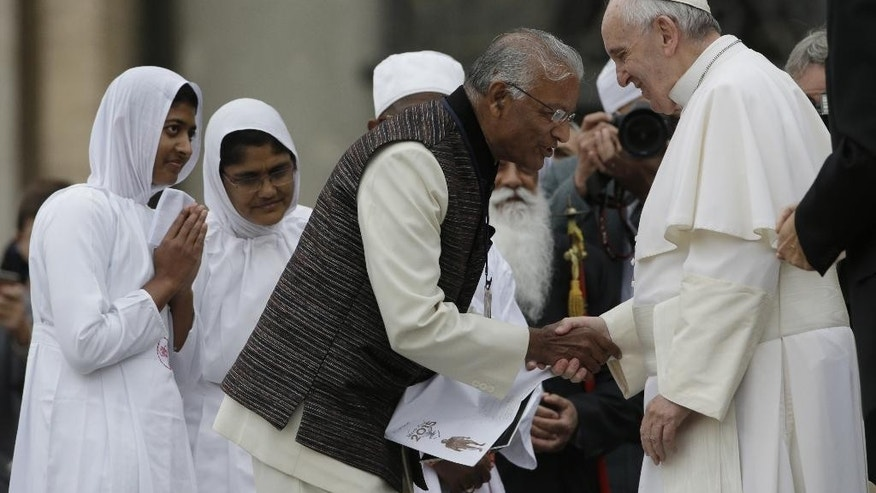 Pope Francis meets leaders of different religions during his weekly general audience in St. Peter's Square at the Vatican, Wednesday, Oct. 28, 2015. (AP Photo/Alessandra Tarantino)