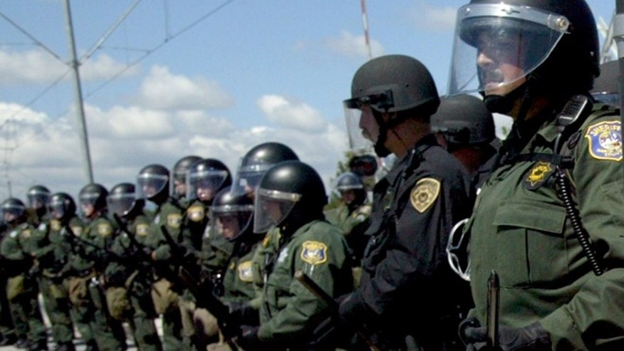 SUNNYVALE, CA - APRIL 22: Santa Clara County Sheriff deputies during a protest on April 22, 2003 in Sunnyvale, California. (Photo by Justin Sullivan/Getty Images)