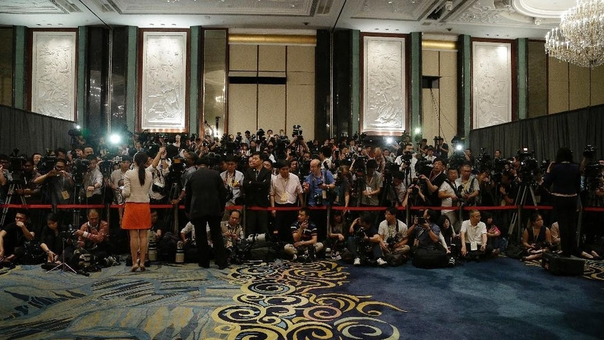 Members of the media wait for Chinese President Xi Jinping and Taiwanese President Ma Ying-jeou to meet at the Shangri-la Hotel on Saturday, Nov. 7, 2015, in Singapore. More than 20 years ago, China and Taiwan held their first talks in Singapore. On Saturday, the top officials of both sides _ Chinese President Xi Jinping and his Taiwanese counterpart, Ma Ying-jeou, flew to Singapore to sit down together, the first time that has happened since the Chinese civil war. (AP Photo/Wong Maye-E)