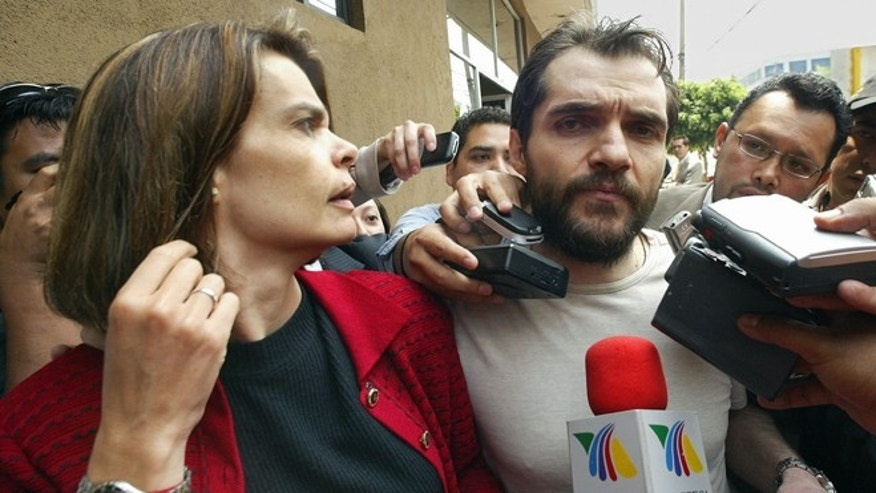 Argentine-born Mexican businessman Carlos Ahumada (R), accompained by his wife Cecilia Gurza, is interviewed by reporters in Mexico City, 08 May 2007. Ahumada has been implicated in illegal trade of Uranium by the leader of the Guerreros Unidos drug gang. (ALFREDO ESTRELLA/AFP/Getty Images)