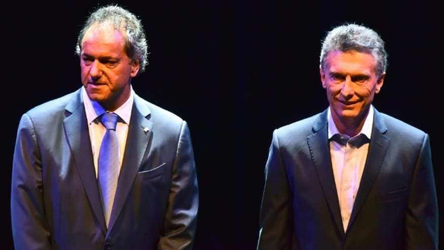 BUENOS AIRES, ARGENTINA - NOVEMBER 15:   Governor of Buenos Aires and presidential candidate for Frente para la Victoria Daniel Scioli and Mauricio Macri, Mayor of Buenos Aires and presidential candidate for CAMBIEMOS smile before the Presidential Debate 'Argentina Debate' at University of Buenos Aires (UBA) Law School on November 15, 2015 in Buenos Aires, Argentina. The NGO Argentina Debate organised the Argentina's presidential debate ahead of the November 22 runoff that will be held in Argentina. (Photo by Amilcar Orfali/LatinContent/Getty Images)