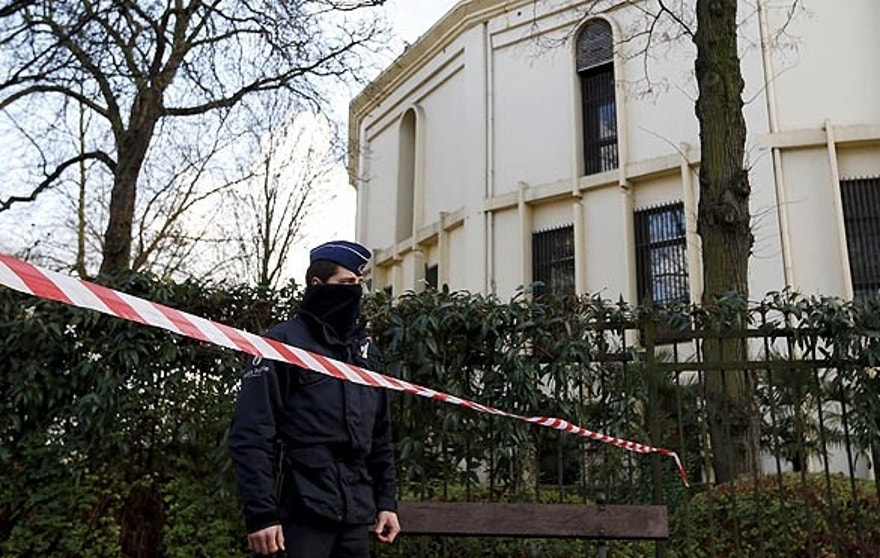 A Belgian police officer stands guard outside the Grand Mosque in Brussels, Belgium. (REUTERS/Francois Lenoir)