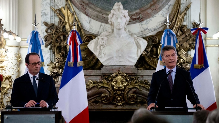 Presidents Francois Hollande and Mauricio Macri in Buenos Aires, on Wednesday, Feb. 24, 2016.