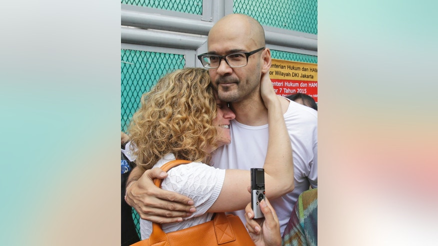 Aug. 14, 2015: Canadian teacher Neil Bantleman, right, hugs his wife Tracy, left, after he was released from Cipinang prison in Jakarta, Indonesia. (AP)