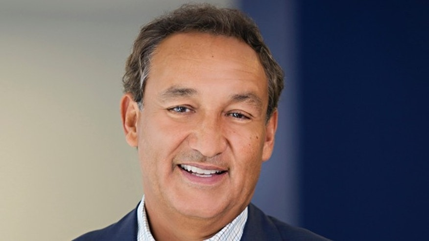 FILE - In this undated file photo provided by United Airlines, company President and CEO Oscar Munoz poses for a photo. United Continental says Munoz will return to his roles full time later in March 2016. Munoz took medical leave after suffering a heart attack in October 2015, just six weeks after replacing Jim Smisek as CEO. He then had a heart transplant in January. (Wayne Slezak/United Airlines via AP, File)