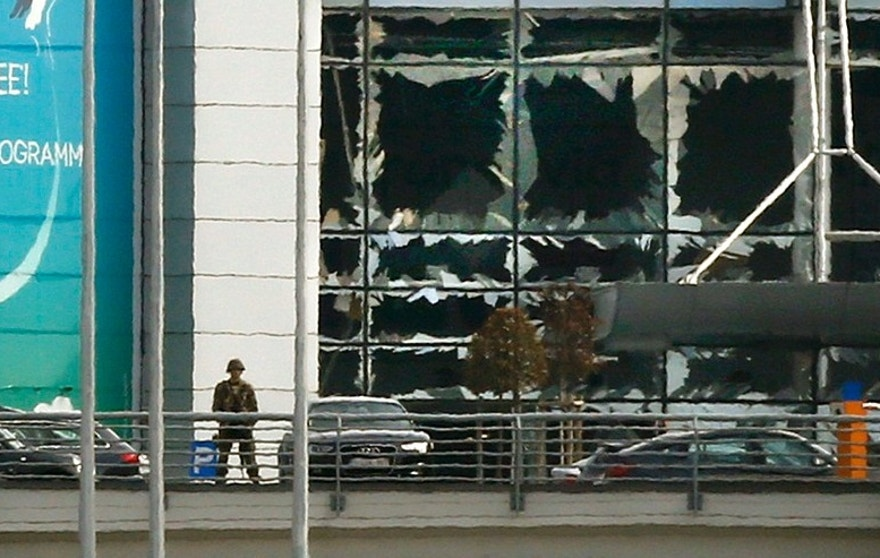 A soldier stands near broken windows after explosions at Zaventem airport near Brussels, Belgium, March 22, 2016.    REUTERS/Francois Lenoir - RTSBM7B