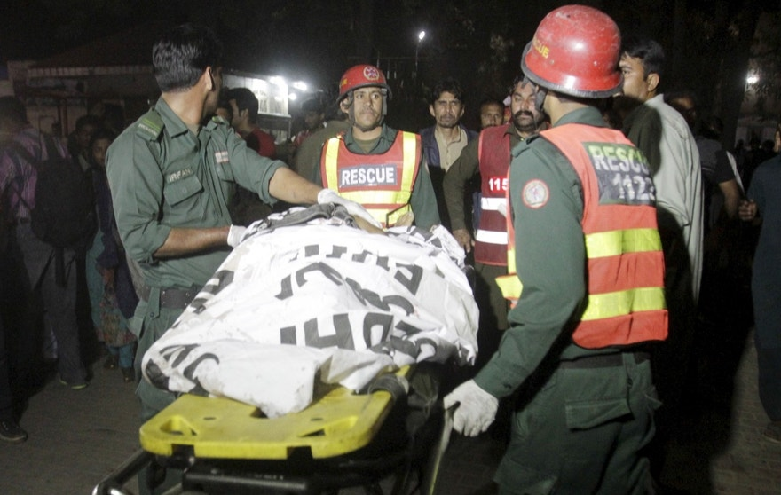 Rescue workers move a body from the site of a blast outside a public park in Lahore, Pakistan, March 27, 2016.  REUTERS/Mohsin Raza - RTSCF4W