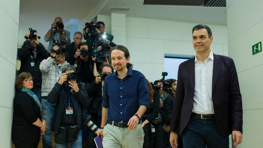 Spain's Socialist Party leader Pedro Sanchez, right, and Podemos Party leader Pablo Iglesias arrive for their meeting at the Spanish parliament in Madrid, Wednesday, March 30, 2016. (AP Photo/Francisco Seco)