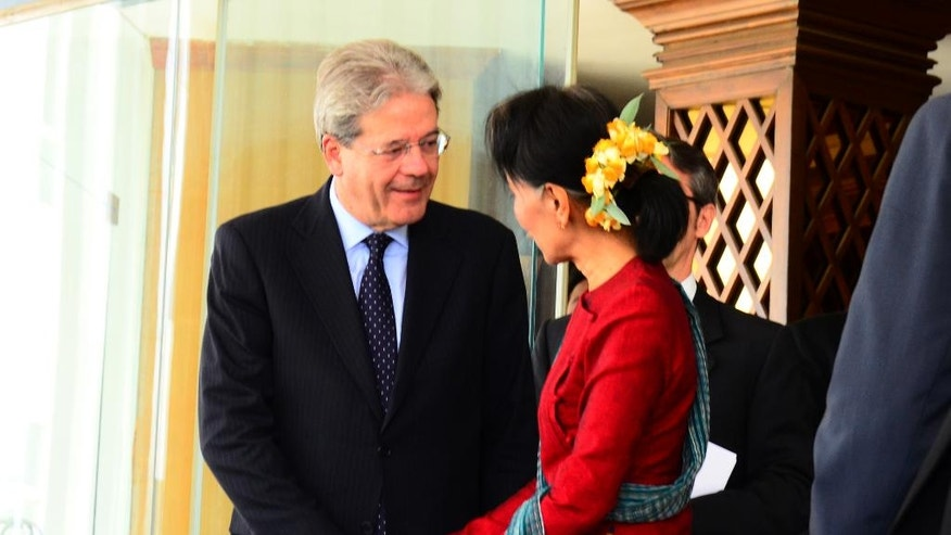 Myanmar Foreign Minister Aung San Suu Kyi, right, shakes hands with Italian Foreign Minister Paolo Gentiloni, left, after their meeting Wednesday, April 6, 2016, in Naypyitaw, Myanmar.  (AP Photo/Soe Gyi)