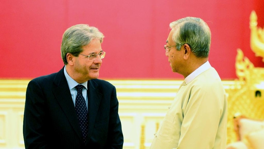 Myanmar President Htin Kyaw, right, talks with Italian Foreign Minister Paolo Gentiloni, left, during their meeting at Presidential Palace Wednesday, April 6, 2016, in Naypyitaw, Myanmar. (AP Photo/Soe Gyi)