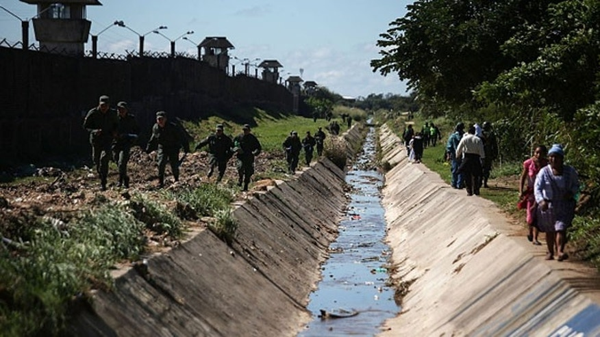 Army soldiers walk outside the Palmasola prison on July 10, 2015 in Santa Cruz, Bolivia.