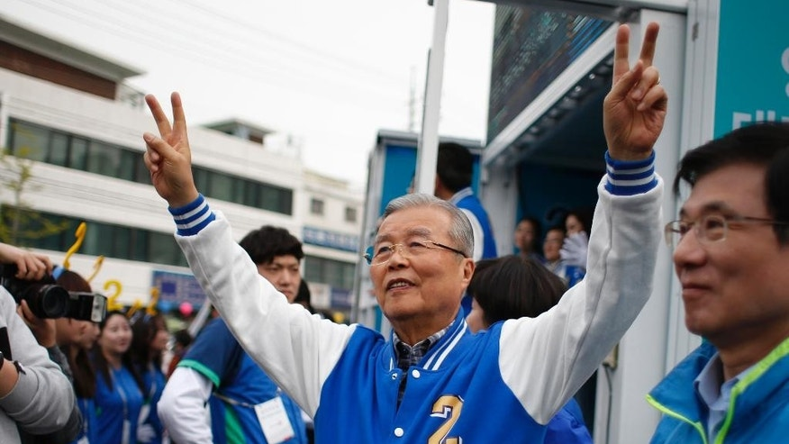 Kim Chong In, a chairman of the main opposition party, the Minjoo Party of Korea, raises his hands to supporters during a campaign rally, ahead of the April 13 parliamentary election in Seoul, South Korea, Tuesday, April 12, 2016. Voting will be held at about 13,837 polling stations at all over the nation for 300 seats of the new National Assembly. (AP Photo/Lee Jin-man)