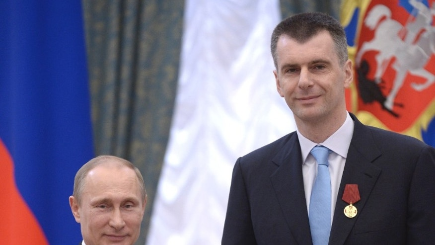 Russian President Vladimir Putin (L) stands with businessman-turned-politician Mikhail Prokhorov during a state awards ceremony. (Reuters)