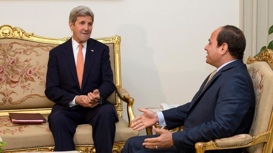 Egyptian President Abdel-Fattah el-Sissi, right, meets with U.S. Secretary of State John Kerry at the Presidential palace in Cairo, Egypt, Wednesday, April 20, 2016. (AP Photo/Amr Nabil, Pool)
