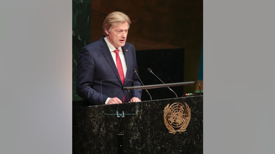 Netherlands Minister for Health, Welfare and Sport Martin van Rijn addresses the United Nations special session on global drug policy, Wednesday April 20, 2016 at U.N. headquarters. (AP Photo/Bebeto Matthews)