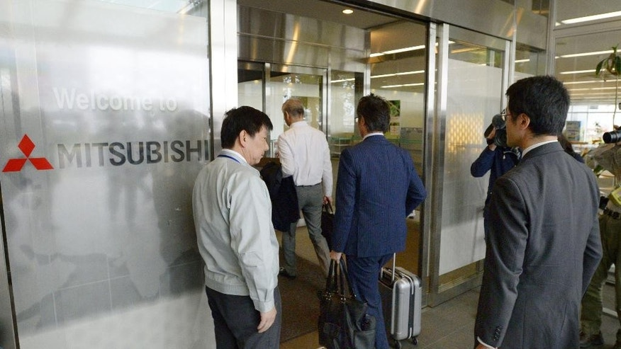 Government investigators of Japan's transport ministry arrive at the office of Mitsubishi Motors Corp.,  in Okazaki, central Japan, Thursday, April 21, 2016.   Mitsubishi Motors, the Japanese automaker tarnished by a massive recall cover-up 15 years ago, owned up to another scandal Wednesday, saying employees had intentionally falsified fuel mileage data for several vehicle models. (Takuro Yabe/Kyodo News via AP) JAPAN OUT, CREDIT MANDATORY