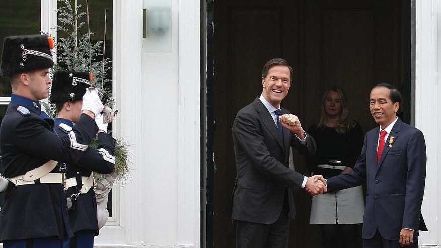 Dutch Prime Minister Mark Rutte greets Indonesian President Joko Widodo for an official breakfast on Friday, April 22, 2016, at Rutte's official residence, the Catshuis in The Hague, The Netherlands. Widodo was visiting the Netherlands to drum up trade and investment and hold bilateral meetings with government ministers. (AP Photo/Mike Corder)