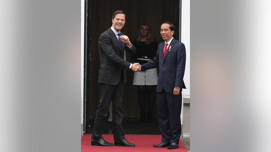 Dutch Prime Minister Mark Rutte, left, greets Indonesian President Joko Widodo for an official breakfast on Friday, April 22, 2016, at Rutte's official residence, the Catshuis in The Hague, The Netherlands. Widodo was visiting the Netherlands to drum up trade and investment and hold bilateral meetings with government ministers. (AP Photo/Mike Corder)
