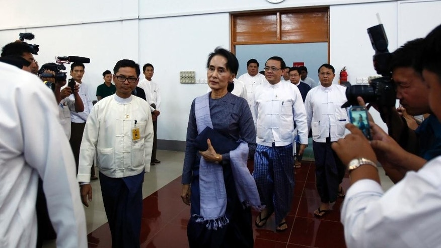 Myanmar Foreign Affair Minister Aung San Suu Kyi, center, arrives to attend a meeting with diplomats at the Ministry of Foreign Affairs, Friday, April 22, 2016, in Naypyitaw, Myanmar. Aung San Suu Kyi met Friday with foreign diplomats at her Foreign Ministry. (AP Photo/Aung Shine Oo)