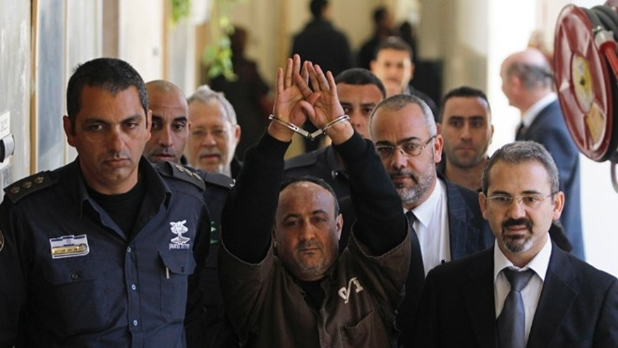 Palestinian leader Marwan Barghouti, (c.), remains wildly popular among Palestinians despited being imprisonend for life. (Reuters)