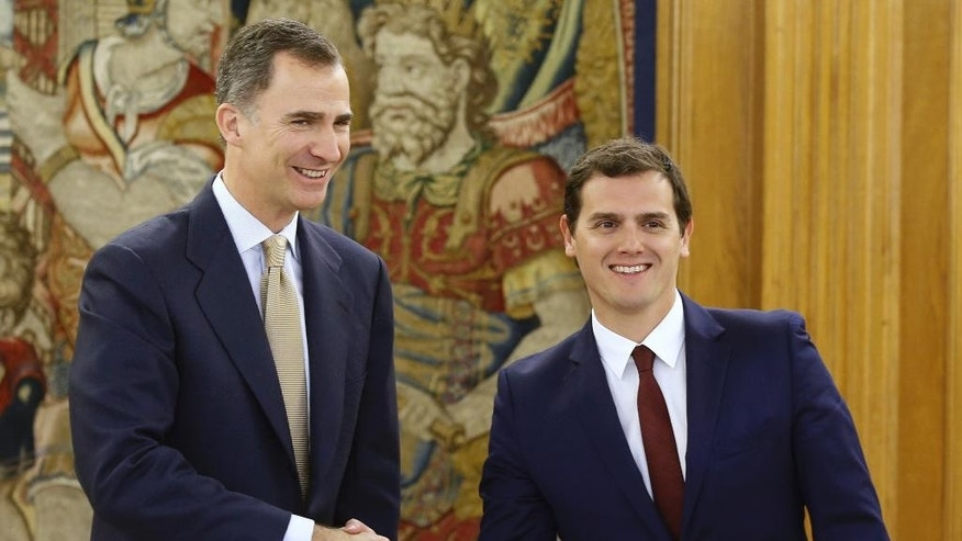Spain's King Felipe VI, left, shakes hands with Ciudadanos party leader Albert Rivera at the Zarzuela Palace in Madrid, Spain, Tuesday April 26, 2016. Spain's king is wrapping up two days of talks with political party leaders in a last-ditch bid attempt to snap a four-month deadlock in finding a candidate capable of forming a government, but the signs are new elections are more likely. (Angel Diaz, Pool Photo via AP)