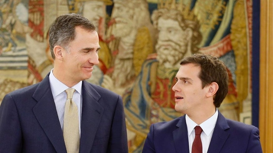 Spain's King Felipe VI, left, speaks with Ciudadanos party leader Albert Rivera at the Zarzuela Palace in Madrid, Spain, Tuesday April 26, 2016. Spain's king is wrapping up two days of talks with political party leaders in a last-ditch bid attempt to snap a four-month deadlock in finding a candidate capable of forming a government, but the signs are new elections are more likely. (Angel Diaz, Pool Photo via AP)