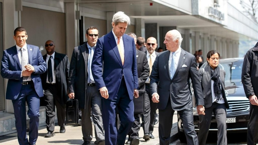 U.S. Secretary of State John Kerry, center left, and UN Special Envoy for Syria Staffan de Mistura, center right, arrive for a press briefing after their meeting on Syria in Geneva, Switzerland, Monday, May 2, 2016. (Salvatore Di Nolfi/Keystone via AP)