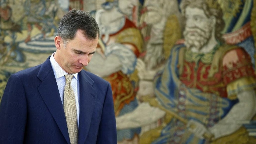 In this April 26, 2016 pool photo, Spain's King Felipe VI waits for the arrival of the leader of Socialist Party, Pedro Sanchez, ahead of their meeting at Zarzuela Palace in Madrid. Spain's King has signed a decree Tuesday May 3, 2016 dissolving parliament and calling elections for June 26 after deputies elected in an inconclusive December election failed to agree on a new prime minister. (AP Photo/ Angel Diaz, Pool)