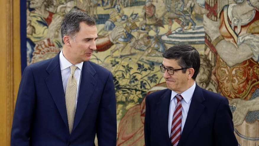In this April 26, 2016 pool photo, Spain's King Felipe VI speaks with parliament speaker Patxi Lopez, right, during their meeting at Zarzuela Palace in Madrid. Spain's King has signed a decree Tuesday May 3, 2016 dissolving parliament and calling elections for June 26 after deputies elected in an inconclusive December election failed to agree on a new prime minister. (AP Photo/ Angel Diaz, Pool)
