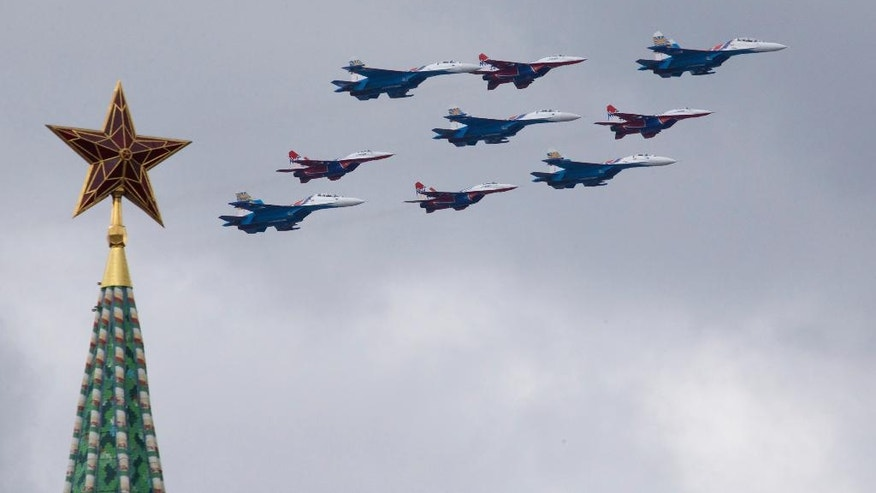"Russian Air Force aerobatic teams ""Strizhi"" (Swifts) on MiG-29 and ""Russian Knights"" on Su-27 fly over Moscow's Kremlin during a general rehearsal for the Victory Day military parade which will take place at Moscow's Red Square on May 9 to celebrate 71 years after the victory in WWII in Moscow, Russia, on Thursday, May 5, 2016. (AP Photo/Ivan Sekretarev)"