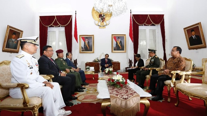 Indonesian President Joko Widodo, center, talks with, from left to right, Philippine's Navy Chief Rear Adm. Caesar C. Taccad, Philippine's Foreign Minister Jose Rene Almendras, Malaysia's Armed Forces Chief Gen. Zulkifeli Mohd. Zin, Malaysia's Foreign Minister Anifah Aman, Indonesian Foreign Minister Retno Marsudi, Armed Forces Chief Gen. Gatot Nurmantyo and State Secretary Minister Pratikno during their trilateral meeting on maritime security issues at the presidential palace in Yogyakarta, Indonesia, Thursday, May 5, 2016. The gathering was held following the kidnappings of Indonesian and Malaysian crewmen by Abu Sayyaf militants in the waters off southern Philippines where Indonesia share borders with the two countries. (AP Photo/Rana Dyandra)