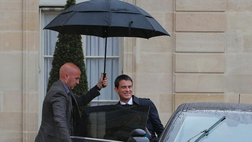 French Prime minister Manuel Valls leaves after a brief emergency cabinet meeting at the Elysee Palace, in Paris, Tuesday, May 10, 2016. The French government has decided to use special power to pass a hotly contested labor reform without vote at lower house of parliament. (AP Photo/Christophe Ena)