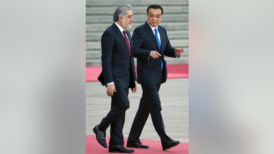 Afghan Chief Executive Abdullah Abdullah, left is escorted by Chinese Premier Li Keqiang during a welcoming ceremony held outside the Great Hall of the People in Beijing, China, Monday, May 16, 2016. (AP Photo/Ng Han Guan)