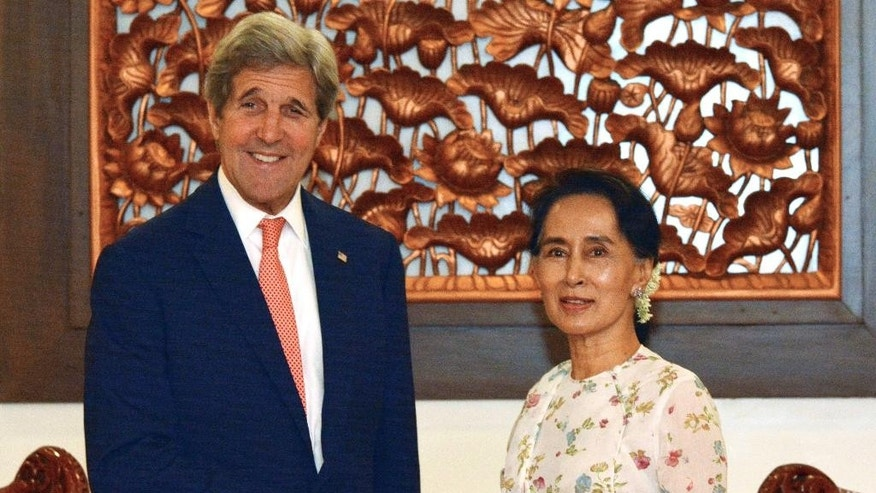 U.S. Secretary of State John Kerry, left, poses with Myanmar's Foreign Minister and de facto leader Aung San Suu Kyi for a photo during a meeting in Naypyitaw, Myanmar, Sunday, May 22, 2016. Kerry on Sunday urged Myanmar's new civilian-led government to complete the Southeast Asian nation's transition to democracy by implementing further reforms to enshrine free markets, development and human rights. (AP Photo/Aung Shine Oo, Pool)