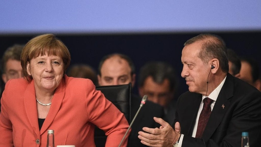 "German Chancellor Angela Merkel, is applauded by Turkey's President Recep Tayyip Erdogan, following her speech during a roundtable meeting on ""Political Leadership to Prevent and End Conflicts"" at the World Humanitarian Summit in Istanbul, Monday, May 23, 2016. World leaders and representatives of humanitarian organisations from across the globe converge in Istanbul on May 23-24, 2016 for the first World Humanitarian Summit, focused on how to reform a system many judge broken. (Ozan Kose/Pool Photo via AP)"