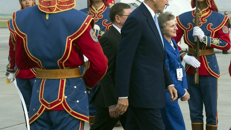 US Secretary of State John Kerry, alongside US Ambassador to Mongolia Jennifer Zimdahl Galt, walks past a traditional honor guard upon arrival at Chinggis Khaan International Airport in Ulaanbaatar, Mongolia, June 5, 2016.  (Saul Loeb/Pool Photo via AP)