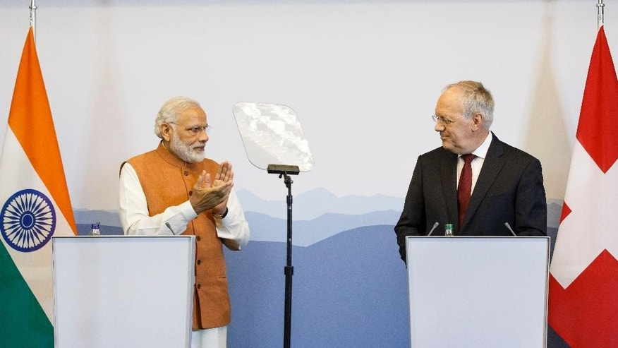 Indian Prime Minister Narendra Modi, left, applauds Swiss President Johann Schneider-Ammann, right, joint news conference after a bilateral meeting and a round table with Swiss Economic representatives, in Geneva, Switzerland, Monday, June 6, 2016. (Salvatore Di Nolfi/Keystone via AP)