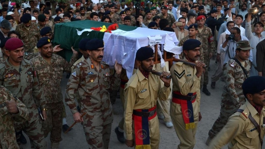 Pakistan army soldiers attend funeral of their colleague who lost his live during clashes with Afghan troops at Pakistan-Afghanistan border post Torkham, in Quetta, Pakistan, Tuesday, June 14, 2016. A Pakistan army major wounded in cross-border clashes near Afghanistan died of his wounds at a military hospital on Tuesday morning, the military said. (AP Photo/Arshad Butt)