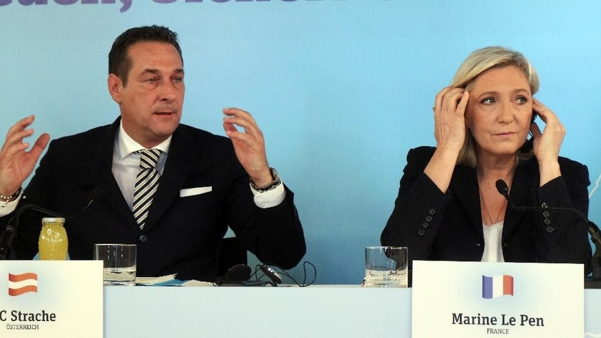 Head of Austria's Freedom Party, FPOE, Heinz-Christian Strache and Marine Le Pen, leader of the French Front National, FN, hold a joint news conference in Vienna, Austria, Friday, June 17, 2016. (AP Photo/Ronald Zak)